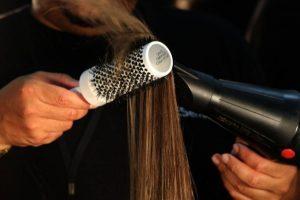 Vida e Saúde: Como usar secador de cabelo sem danificar