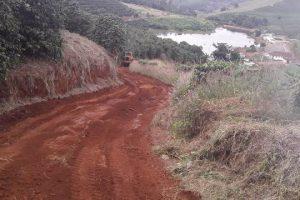Secretaria de Obras melhora estrada de acesso à Comunidade Terapêutica