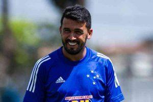 Edilson explica motivos para permanência no Cruzeiro