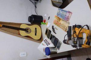 Prisões a apreensões de drogas e arma no B. Santa Luzia