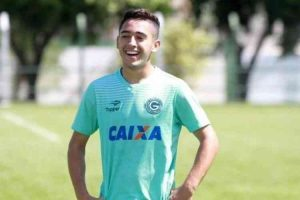 Atlético se acerta com Léo Sena e aguarda definição do Goiás