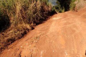 Secretaria de Obras e moradores melhoram estrada em Soledade