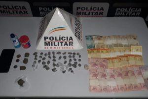 Manhumirim: PM apreende drogas e dinheiro no bairro Nossa Senhora da Penha