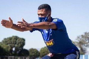 Cruzeiro: atacante Thiago volta a treinar após teste negativo para COVID-19