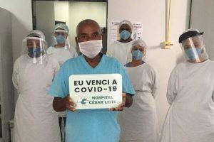Três pacientes recebem alta do HCL após se recuperarem da Covid-19