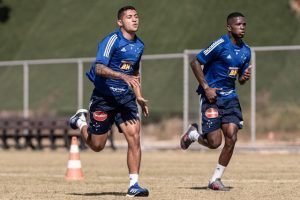 Cruzeiro volta aos treinos