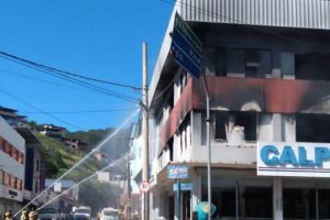 Bombeiros descrevem ação no incêndio da Loja Calpen