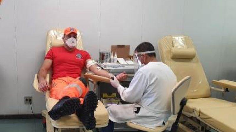 Bombeiros comemoram seu dia doando sangue