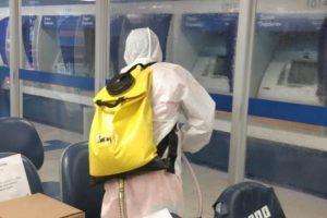Bombeiros fazem desinfecção na Caixa Econômica