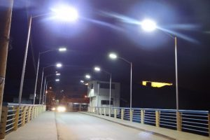 Ponte da Avenida Barão do Rio Branco recebe nova proteção lateral e iluminação