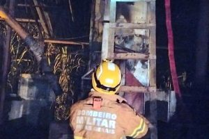 Bombeiros atendem ocorrência de incêndio em secador