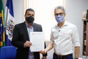 Vereadores Juninho Linhares e Rodrigo Júlio pedem mais leitos para Covid-19