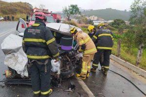 Acidente entre carro e carreta deixa um ferido grave na BR 116; drogas no carro