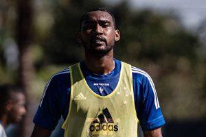 Arthur, do Cruzeiro, testa positivo para coronavírus