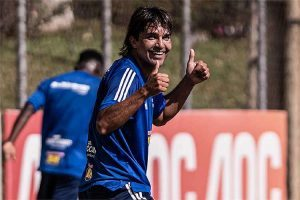 Cruzeiro: Moreno treina e deve jogar na estreia; América pega a Ponte, em SP