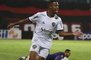 Atlético vence e assume liderança do Brasileirão