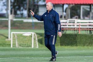 Felipão comanda treino e estreia nesta terça no Cruzeiro