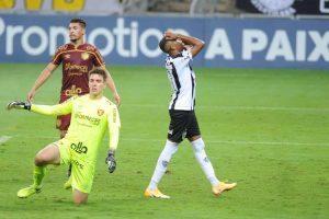 Atlético empata com Sport e pode se afastar ainda mais da liderança