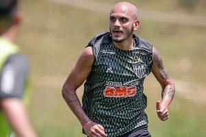 Atlético negocia rescisão de Fábio Santos
