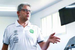 Vice da Chapecoense garante permanência de Louzer e detona o Cruzeiro