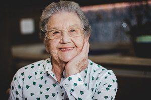 Apresentadora Palmirinha, de 89 anos, é internada em São Paulo