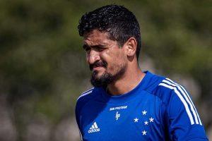 Cruzeiro inicia negociação para renovar com Ramon