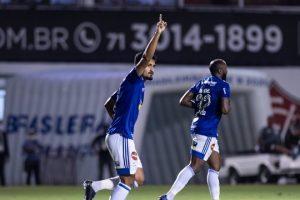 Cruzeiro vence fora de casa e sobe na tabela