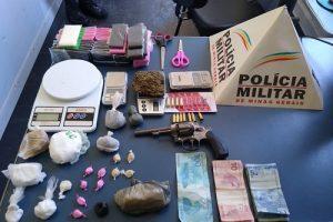Manhuaçu: PM conduz menores e apreende arma e drogas