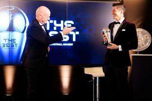 Lewandowski supera Messi e Cristiano Ronaldo e é eleito o melhor do mundo