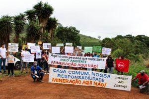 """Movimento """"Mineração Aqui Não"""" protesta na Taquara Preta, em Manhuaçu"""