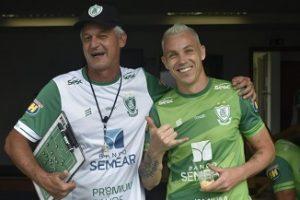 Marcelo Toscano chega a 100 jogos pelo América