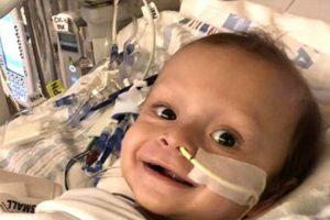 Milagre de Natal: desconhecido salva bebê doando parte do fígado