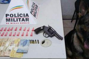 Arma, drogas, dinheiro e munições apreendidos no N.S.Aparecida