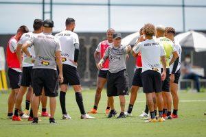 ATLÉTICO: Time segue em treinos para domingo