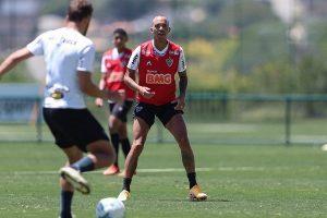 Atlético enfrenta o desesperado Vasco