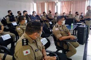 Tenente-coronel Luciano Reis se reúne com equipe no 11º BPM