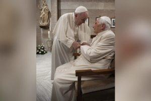 Papas são vacinados contra Covid-19 no Vaticano