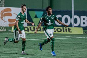 Goiás bate o Atlético que se complica na busca pelo título