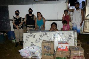 Notícia boa: Donativos são entregues à família circense pela PM