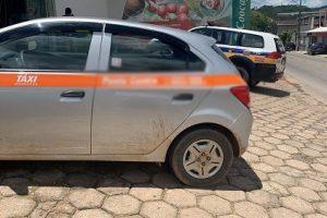Táxi de Manhuaçu roubado é recuperado em Manhumirim