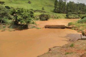 Manhuaçu: Ponte interditada após enchente
