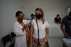 SMS Manhuaçu vacina trabalhadores da saúde cadastrados