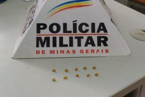 PM apreende menor e drogas no centro de Manhuaçu