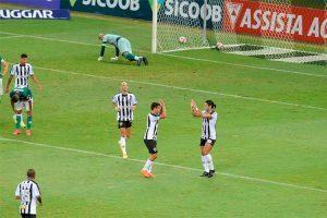 Atlético goleia o Uberlândia e reassume liderança