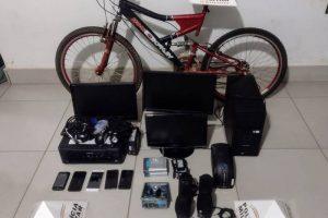 Abre Campo: PM apreende drogas e recupera materiais furtados de Escola