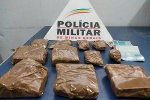 Drogas apreendidas e moto recuperada no Santa Luzia