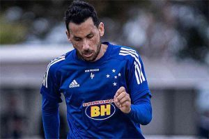 Ariel Cabral volta a Minas para se reapresentar ao Cruzeiro
