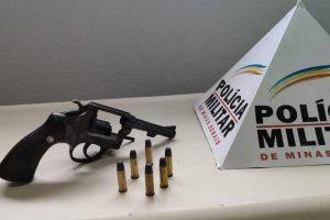 Arma, munições e drogas apreendidas na região
