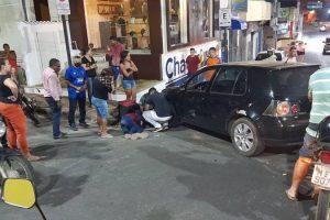 Colisão deixa motoboy ferido no centro de Manhuaçu