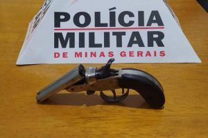 Drogas apreendidas em Lajinha e arma em Durandé